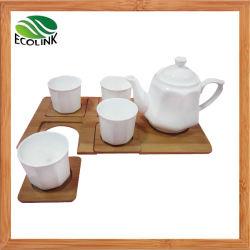 Ceramische die Koffie met het Creatieve Dienblad van het Bamboe wordt geplaatst