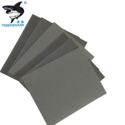 防水紙やすりを磨く金属