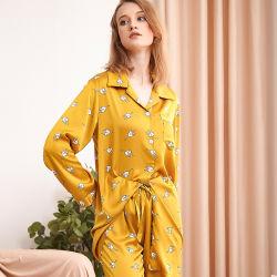 Cardigan pyjama en soie de glace de simulation de la femme d'impression de pantalon à manchon long sous-vêtements Automne et Hiver peuvent porter des vêtements d'accueil du costume des femmes