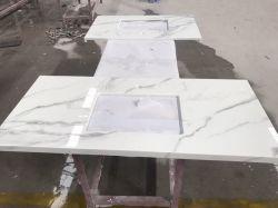 虚栄心の上のためのCalacattaの白い結晶させたガラス石