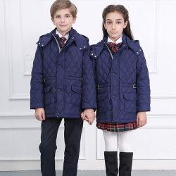 Personalizar el estilo Europeo Beige Verificar Falda plisada High School Uniform Blazer largo abrigo de invierno