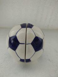 Deportes Fútbol de cerámica de pimienta y Salero