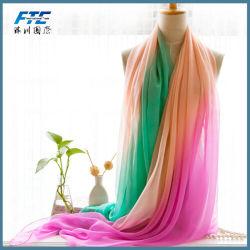 ばねの夏の長い勾配の軽くて柔らかいスカーフ