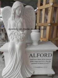 흐느껴 우는 천사 백색 대리석 기념물 묘석과 묘비