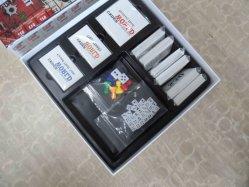 Fabrikant de van uitstekende kwaliteit van Spelen, de Volledige Kleurendruk van 4 Kleuren en de Glanzende Gelamineerde, BinnenRaad van het Spel met Diverse Speelkaarten
