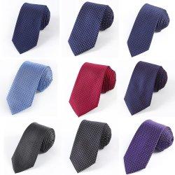 Commerce de gros Stock Mens 100 % soie Cravate homme DOT Skinny cravate en soie