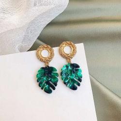 ハワイ諸島様式の女性2020年のためのアクリルの花の黒の真珠のイヤリングの宝石類の卸売