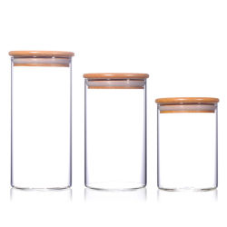 ガラス記憶の瓶の小さなかんはタケふたによってセットした