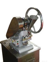 [تدب] قرص آلة آليّة أو حبة يدويّة يجعل آلة