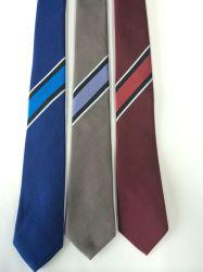 Priorità bassa del raso con il legame di seta di marchio tessuto Linne di modo