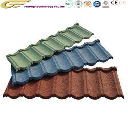 Le matériau de couverture en carton ondulé en métal recouvert de pierres de couleur du toit de tuiles de toiture