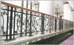 Rete fissa del balcone dell'inferriata del ferro saldato