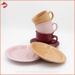 Keramische Farbe glasig-glänzende Kaffee-Tee-Set-keramische quadratische Kaffeetassen mit Saucers