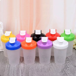 Livre de BPA populares 400ml agitar garrafa de plástico com esfera de Peneira de aço