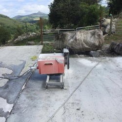電気石造りの具体的なワイヤー18.5/22 Kwはコンクリートブロックの切断の平方については機械を見た