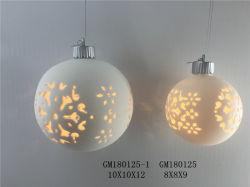 Bola de Natal de porcelana branca com uma lâmpada no interior