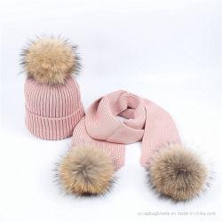 Hiver chaud femmes Poms tricotés Hat et un foulard défini