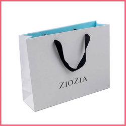 金の熱い押すことおよびリボンストリングハンドルが付いている印刷された白いカードのペーパーワインの軽食チョコレート食糧靴の服装の衣服の衣服の買物をするギフト包装袋