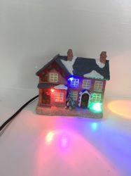 Barato preço Mini-Casa Natal de resina com LED para acções de promoção
