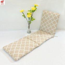 غرفة فناء يومية مع أريكة سرير وأثاث على طراز مقاعد ردهة الحديقة وسادة