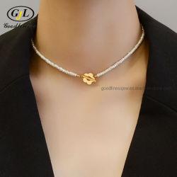 ハンドメイドの自然な真珠のネックレスのバロック式の真珠18Kの金の鎖の花ロックの淡水の真珠のチョークバルブのネックレスの高品質
