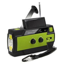 Im FreienÜberlebensausrüstung morgens FM wickeln oben Radio mit Telefon-Aufladeeinheit