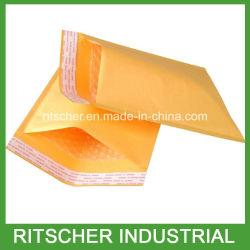 Kraftpapier-Luftblase schlägt die Luftblase aufgefüllten Kraftpapier-Umschläge ein, die Umschläge senden