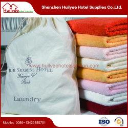 白い高級ホテルの洗濯袋