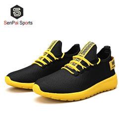 Slittamento lavorato a maglia 2020 sulle scarpe da tennis correnti di sport casuale degli uomini dei pattini delle scarpe da tennis