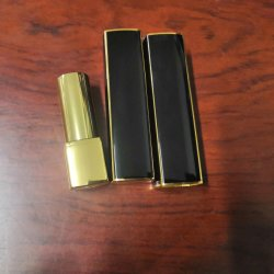 Venda por grosso preto vazio bálsamo para lábios com cor de ouro Batom Batom Recipiente de embalagens de alumínio