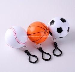 De creatieve Beschikbare PE Daling van de Opslag van Regenjassen voor Regenjassen van de Poncho van Keychain van de Voetbal van het Honkbal van het Basketbal van Jonge geitjes de Mini