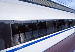 O uso de vidro laminado de alta tecnologia no trem de alta velocidade