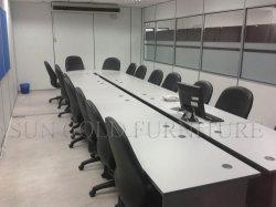 Table de réunion moderne en bois avec prise d'alimentation (SZ-MT032)