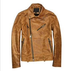 革革靴は黄色い折りえりのレトロの苦しめられたオートバイの衣類の革オイルのワックスのジャケットを焼き付けた