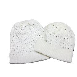 Colore beige bianco di lavoro a maglia acrilico del cappello di inverno 100% con il diamante di pietra scintillante 2020 di Bling Bling un OEM da 2021 inverno