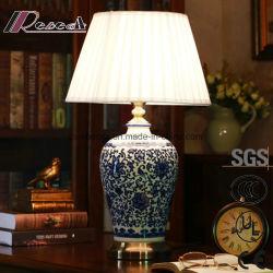 Bleu et le corps de la céramique en porcelaine blanche Fabic ombre lampe de table