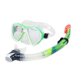 Insieme stabilito navigante usando una presa d'aria della presa d'aria della mascherina di Spearfishing Freediving di vetro Tempered di immersione senza scafandro della cinghia del silicone della mascherina