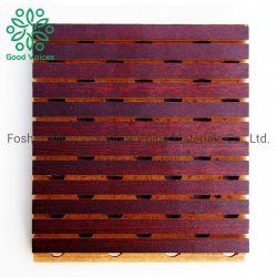 木パンチ音響パネルMDFの溝がある壁の防音の正方形の穴があいた材木の木の防音のボード