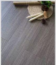 Holz-lamellenförmig angeordneter Bodenbelag mit Kristalloberfläche