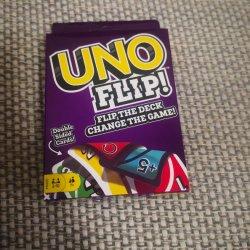 주문 로고 Uno는 게임 카드를 튀긴다