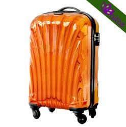 Effectuer le cas des bagages en métal brillant
