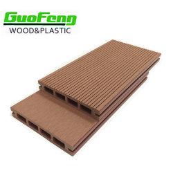 Jardín de madera de plástico impermeable al aire libre en el suelo de madera de aspecto de la junta