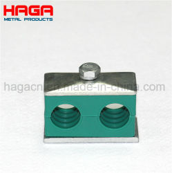 Les trous de double en plastique vert le collier du tuyau réglable