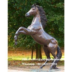 実物大の真鍮の馬の置物