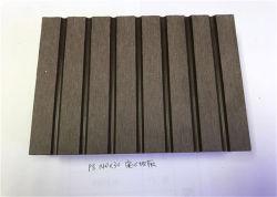 Buiten Houten Plastic Samengestelde Bevloering/het Behandelen van Vinyl Gelamineerde Decking voor Pool