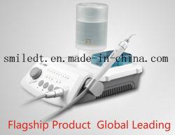 Misuratore ultrasonico con l'indicatore luminoso e la bottiglia di acqua del LED