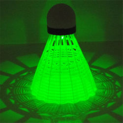 Il volano di nylon d'ardore Shuttlecocks di Light-up del LED mette in mostra le sfere di illuminazione