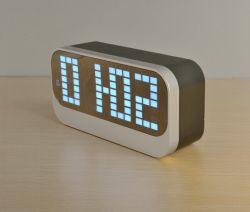 Bureau numérique DEL avec la température de l'horloge et calendrier pour les enfants
