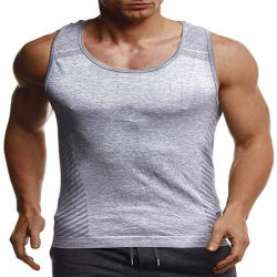 """Тренажерный зал мужчин в фитнес-T на крышах рубашки и функция тонкий установите полную подготовку модуля bodybuilder работает спорта"""""""