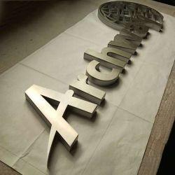 إعلانات بإضاءة خلفية شاشة الإعلان الإلكترونية مضاءة 3D Metal Chrome Letter